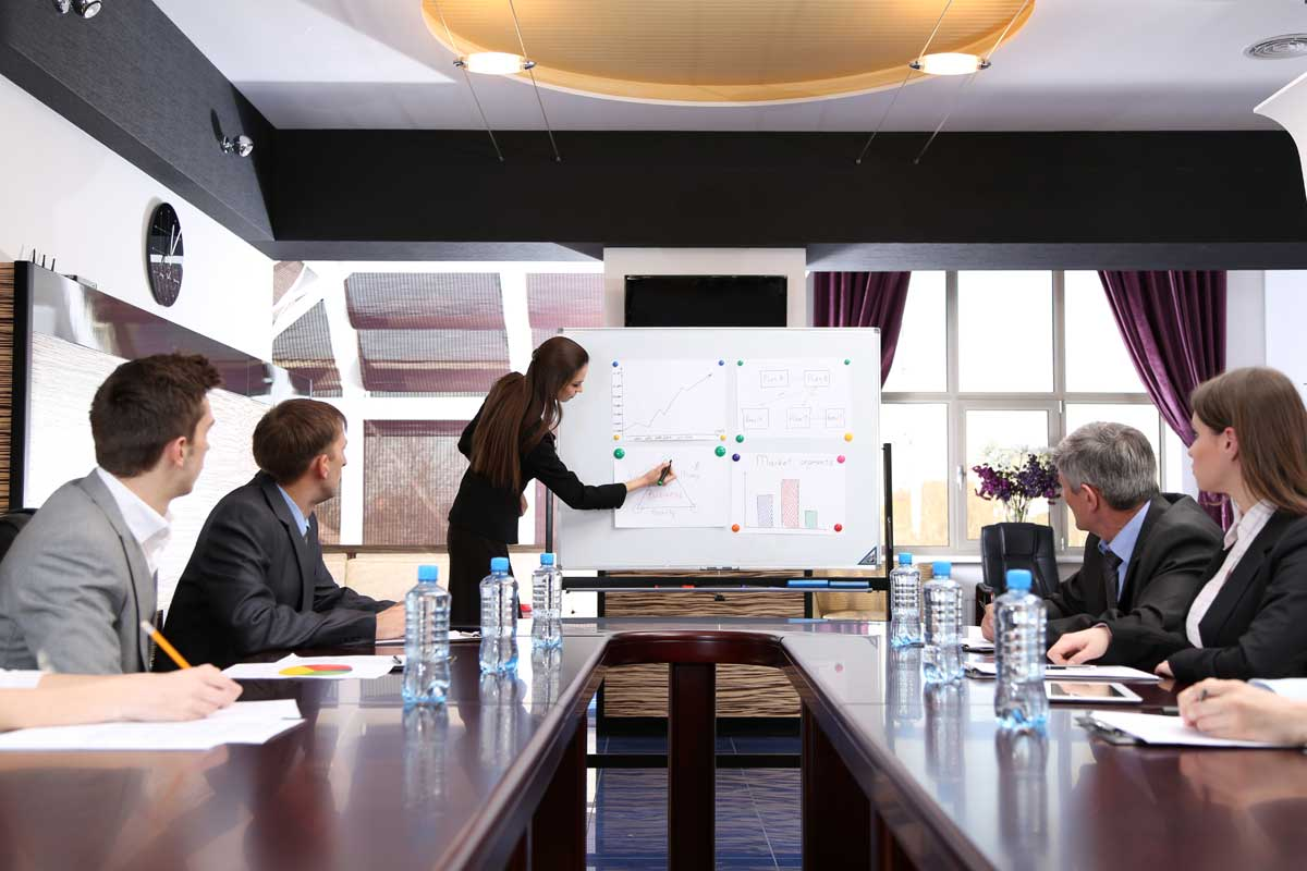 TLL-Business-training-at-office-46767640